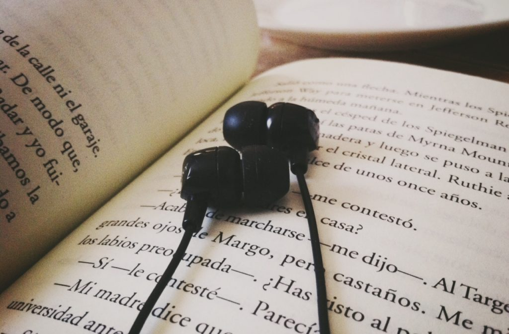 Best Audiobook Apps for Android and iPhone - TechnoMusk